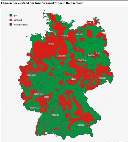 Eine Grafik von Deutschland in der die Stellen rot markiert sind, wo das Grundwasser vom Umweltbundesamt als schlecht gewertet wird