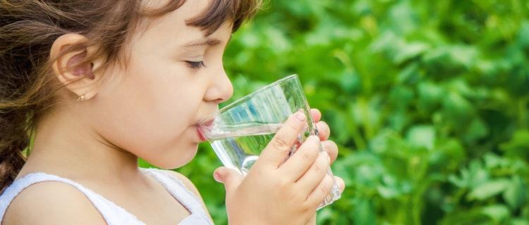 Tipps und Tricks um Kinder zum Trinken zu animieren